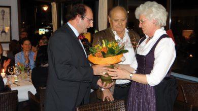 Photo of Beda Fichtl mit goldener Ehrennadel geehrt