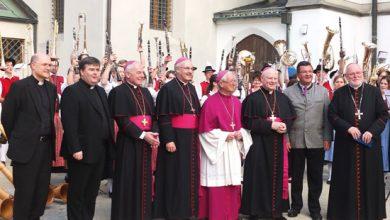 Photo of Bischof von Augsburg wird 70 Jahre alt