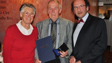 Photo of Franz Stoffl bekommt Ehrennadel der Stadt Füssen überreicht