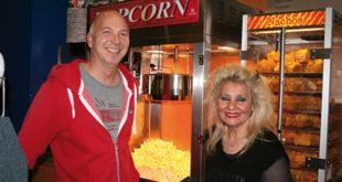"Kinobesitzer Lars Doppler zusammen mit ""Frau Kino"" Christa Michels."